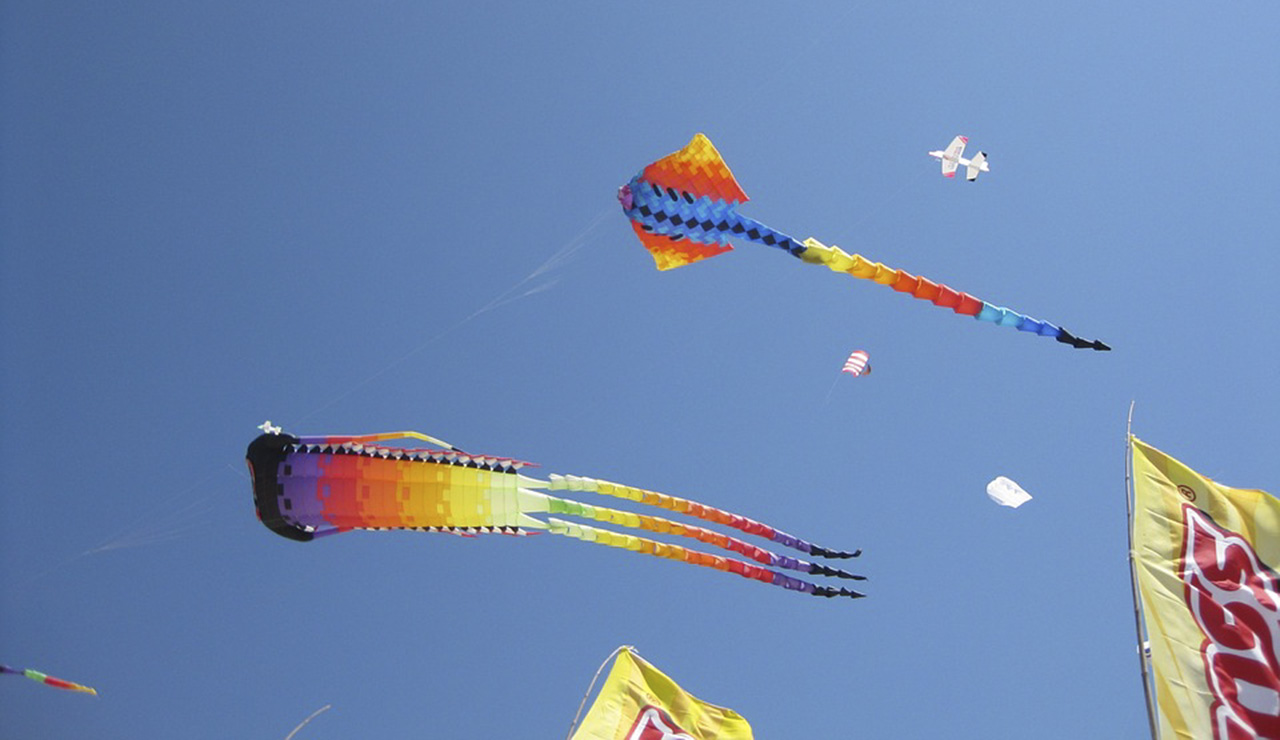 Kite Flying - Capitola-Soquel Chamber of Commerce