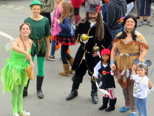 Tinker Bell, Pepter Pan, Captain Hook & Tiger Lily_parade_2013